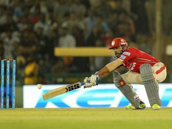 RCB sneaks in 1-run win after Vijay's fall